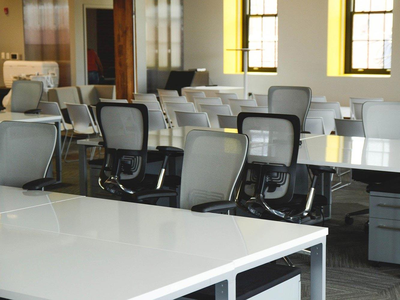 Siege ergonomique pour agencement de bureau ergonomique et bien être au travail