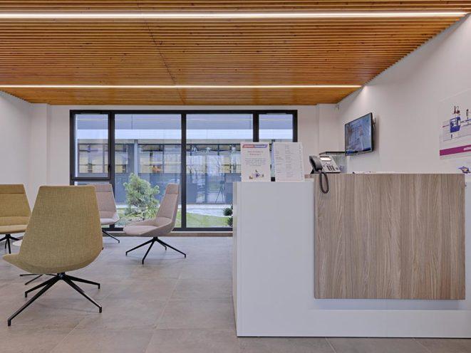 Mobilier espace accueil dans le secteur industriel par Global Concept