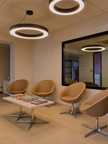 Nos solutions d'assises pour l'espace accueil : les chaises visiteurs par Global Concept