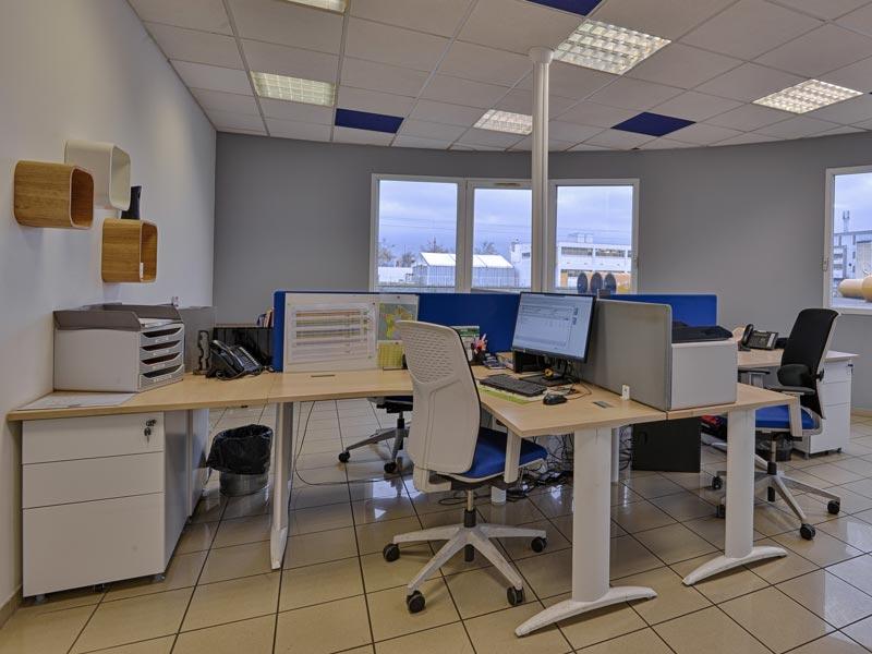 Aménagement des bureaux opérateurs par Global Concept pour la société Léon Veyret une filiale du Groupe Sapiens