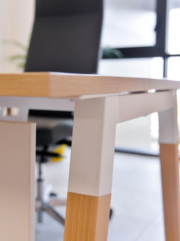 Détails, bureau avec piètement à retrouver chez Global Concept pour vos aménagements de bureaux