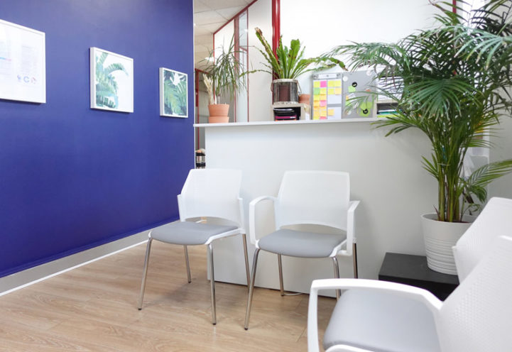 Salle d'attente - chaises visiteurs dans un cabinet paramédical à Lyon