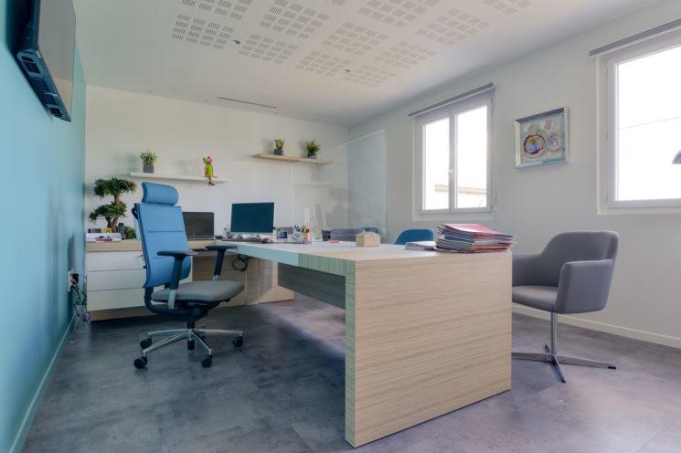 Bureau d'angle pour un gain d'espace de travail par Global Concept